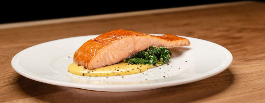 warm-gerookte-zalm-met-spinazie-hollandaise